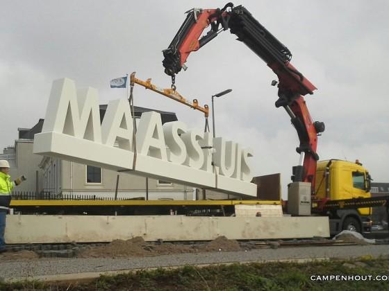 Maken plaatsen kunstwerk Maassluis <br />