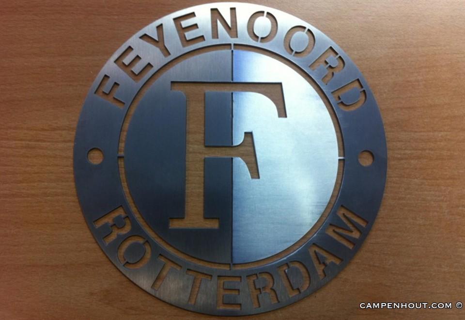 Feyenoord embleem gefabriceerd met watersnijder